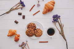 Кофе, помадки, день ` s валентинки Стоковое Фото