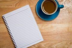 Кофе помещенный на деревянном поле Стоковые Фото