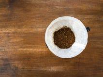 Кофе руки лить, метод заваривать кофе стоковое изображение