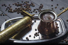 Кофе свежий и точильщик Стоковое фото RF