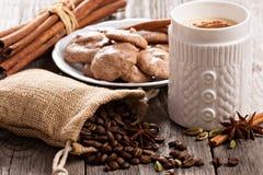Кофе, специи и печенья меренги шоколада Стоковое Изображение