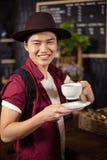 Кофе счастливого клиента выпивая Стоковая Фотография RF