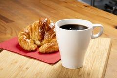 Кофе с круассаном Стоковые Фото