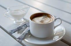 Кофе с сливк Стоковые Изображения