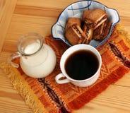 Кофе утра и молоко и печенья Стоковые Изображения RF