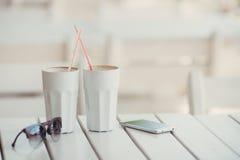 Кофе утра на таблице в кафе лета Стоковая Фотография RF