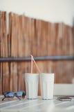 Кофе утра на таблице в кафе лета Стоковое фото RF