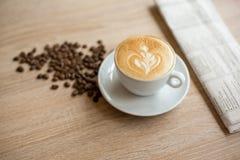 Кофе чашки и кофе фасолей Стоковые Фотографии RF