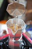 Кофе чирея в баке mokka Стоковые Фото