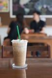 Кофе льда в кофейне на деревянном столе Стоковое Изображение