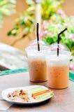 Кофе льда, чай льда и еда Стоковое Изображение RF