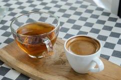Кофе Esspresso в белой чашке на таблице Стоковые Фото