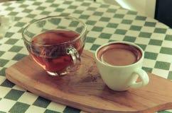 Кофе Esspresso в белой чашке на таблице Стоковые Изображения RF