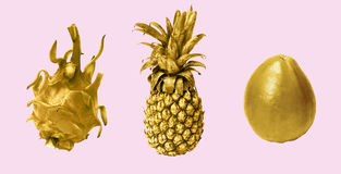 Коллаж золота приносить на розовой предпосылке стоковые изображения