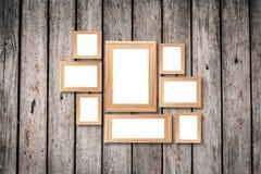 Коллаж пустых коричневых деревянных рамок, насмешка оформления интерьера вверх дальше Стоковое Изображение RF
