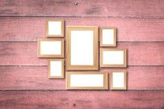 Коллаж пустых коричневых деревянных рамок, насмешка оформления интерьера вверх дальше Стоковые Фото