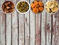 Коллаж различных высушенных плодоовощей Изюминки, даты, высушенные абрикосы Стоковые Изображения