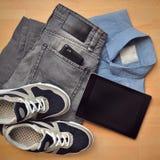 Коллаж собрания men& x27; одежда и устройства s Стоковые Изображения