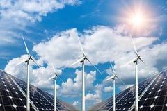 Коллаж фото панелей солнечных батарей и turbins ветра стоковая фотография rf