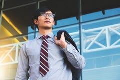 Коллега бизнесмена ждать вне офиса Стоковая Фотография RF