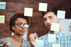 Коллеги делая бизнес-план на встрече Стоковые Фотографии RF