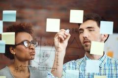 Коллеги делая бизнес-план на встрече Стоковая Фотография RF