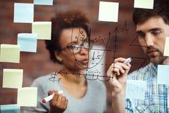 Коллеги делая бизнес-план на встрече Стоковое Фото