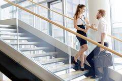 Коллеги дела говоря на лестницах Стоковое Изображение