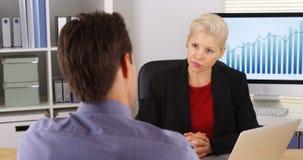 Коллеги дела имея обсуждение в офисе Стоковая Фотография RF