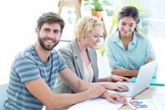 Коллеги используя компьтер-книжку на офисе Стоковое Фото