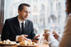 Коллеги на перерыве на чашку кофе Стоковые Фото
