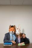 Коллеги нося маски стоковое изображение rf