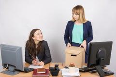 Коллеги отставки работника офиса удовлетворенные Стоковое фото RF