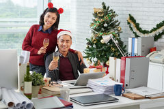 Коллеги празднуя рождество Стоковые Изображения RF