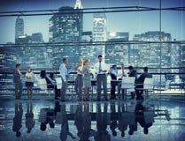 Коллег сыгранности встречи бизнесмены конференции c семинара Стоковое Фото