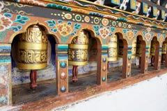 Колеса молитве на виске Kyichu Lhakhang, долина Paro, Бутан стоковые изображения rf