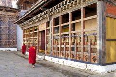 Колеса молитве на Trongsa Dzong, Trongsa, Бутане стоковое изображение