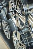 Колеса сплава автомобиля закрывают вверх Стоковые Фотографии RF