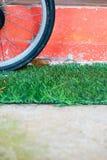 Колесо велосипеда на траве Стоковое Изображение RF