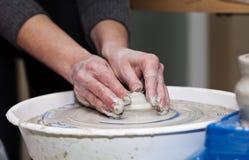 колесо горшечника s Делать керамический tableware Стоковая Фотография
