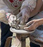 колесо горшечника s руки Стоковые Фотографии RF