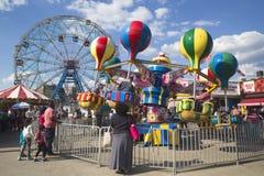 Колесо интереса на парке атракционов острова Coney Стоковые Изображения