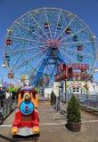 Колесо интереса на парке атракционов острова Coney Стоковое фото RF