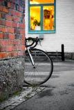 Колесо припаркованного велосипеда Стоковое Изображение