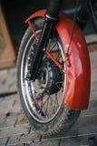 Колесо ретро мотоцикла сделанное в СССР, конце-вверх Стоковая Фотография