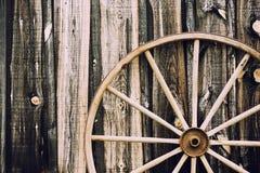 Колесо телеги - ретро стоковые фотографии rf