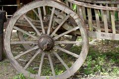 Колесо тележки сделанное древесиной Стоковые Изображения RF