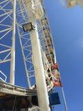 Колесо Ferris & голубое небо Стоковое Изображение
