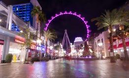 Колесо Ferris крупного игрока на гостинице Linq и казино на ноче - Лас-Вегас, Неваде, США стоковое изображение rf
