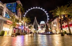 Колесо Ferris крупного игрока на гостинице Linq и казино на ноче - Лас-Вегас, Неваде, США стоковое фото rf